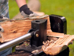 How To Safely Use A Log Splitter